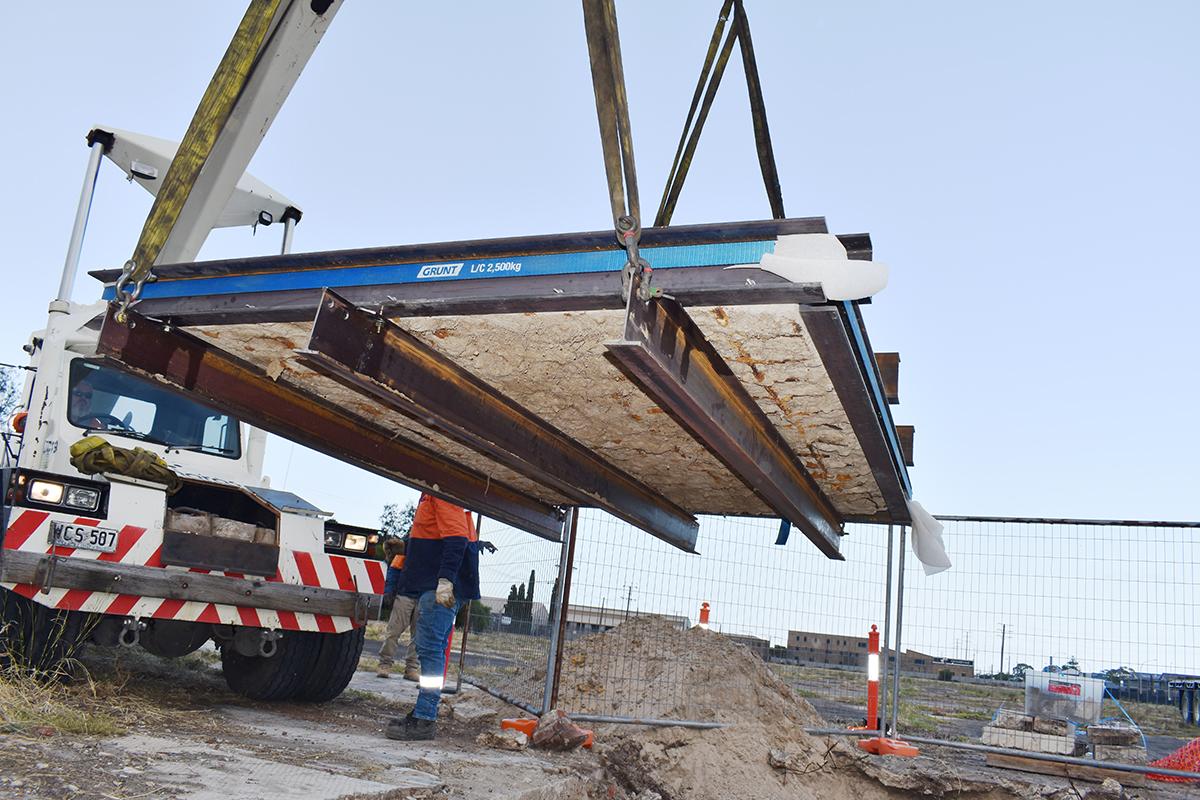 photo of Mosaic lift using a Franna crane truck.