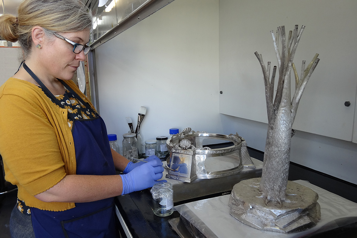 Conservator lacquering silver trophy base